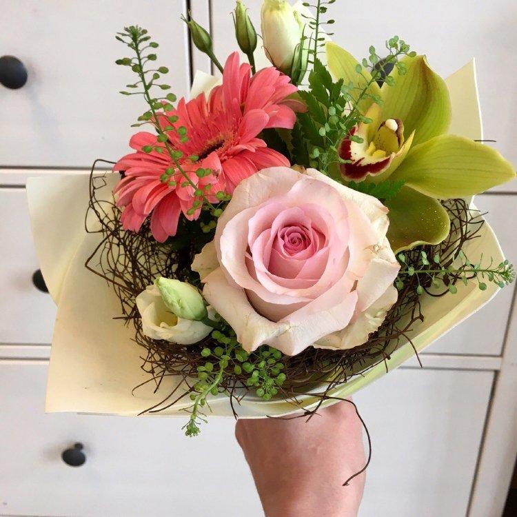 Букет цветов за 700 руб